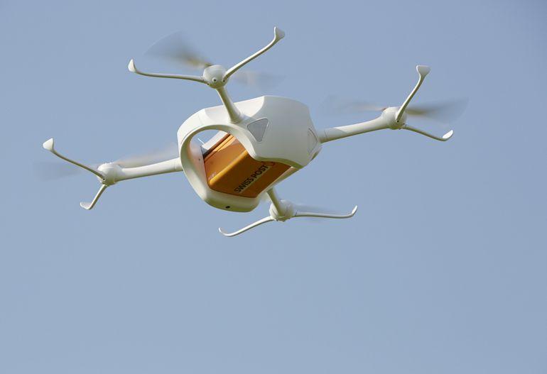 没人跑腿也能送货:瑞士试飞货运无人机1