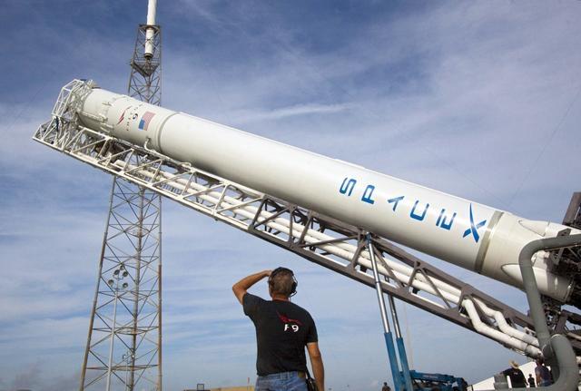 SpaceX研发猎鹰重型火箭,或于明年四月发射1