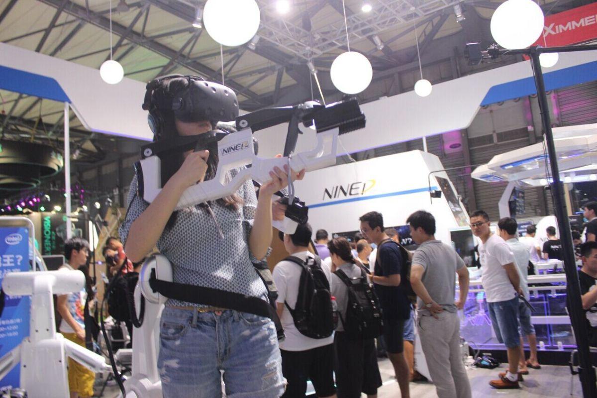 30人同时体验VR!2016 China Joy玖的VR创纪录