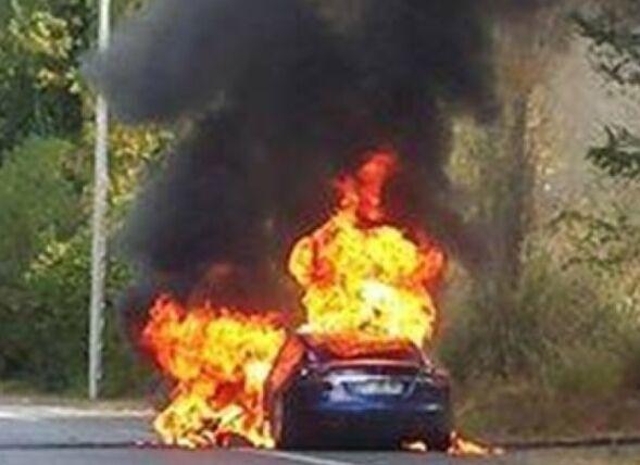 特斯拉给上月法国试驾失火事件找了个背锅侠