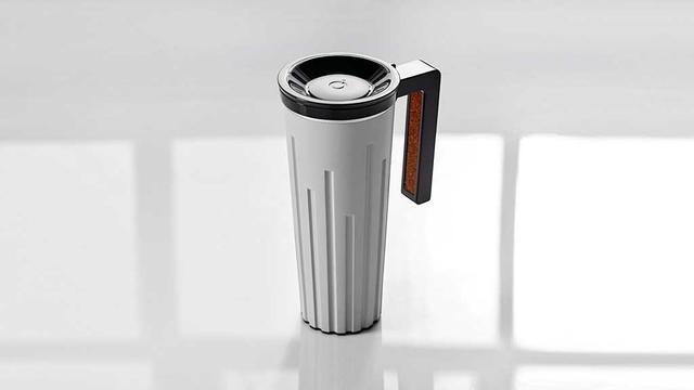 带上Muggino智能保温杯,一边给手机充电还能喝上热水