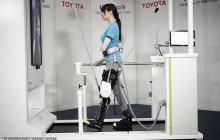 不满足于汽车制造,丰田展示仿钢铁侠机器支撑腿架