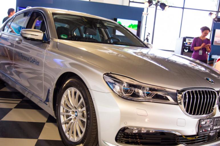 英特尔公布自动驾驶汽车原型,顺便还透露了几个中心的相继成立