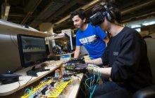 加州大学研发柔性外骨骼数据手套,让你在VR中自由地弹钢琴