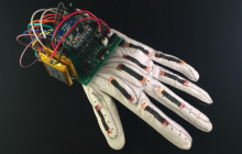 VR工具化,不妨从这款智能可穿戴手套开始