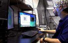 脑机接口新应用,研发人员要让脑思维来操控无人机机群