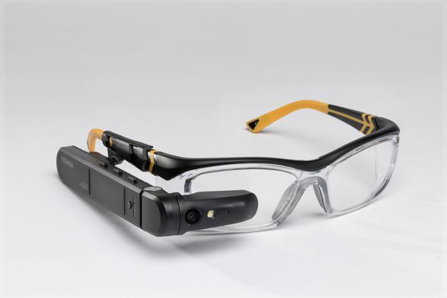 东芝推分体式智能眼镜dynaEdge,可支持完整Win10