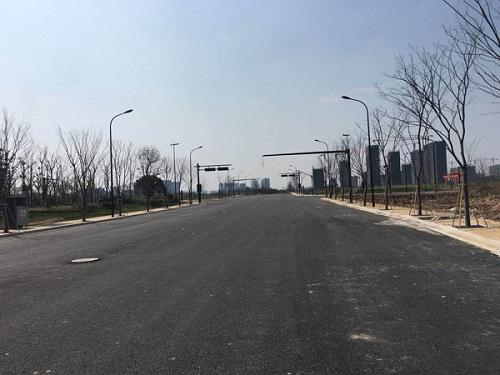 白宫人事动荡导致美股芯片股大跌;杭州将开放自动驾驶测试道路