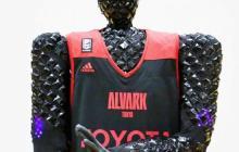 日本研发投篮机器人Cue,投球命中率接近100%