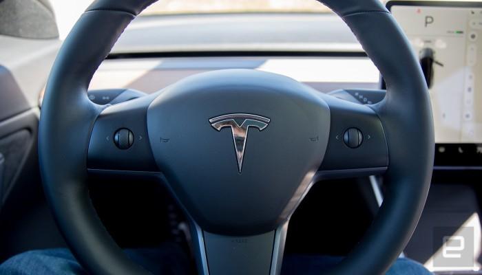特斯拉Model 3再次升级,将中控部分功能转移至方向盘按钮