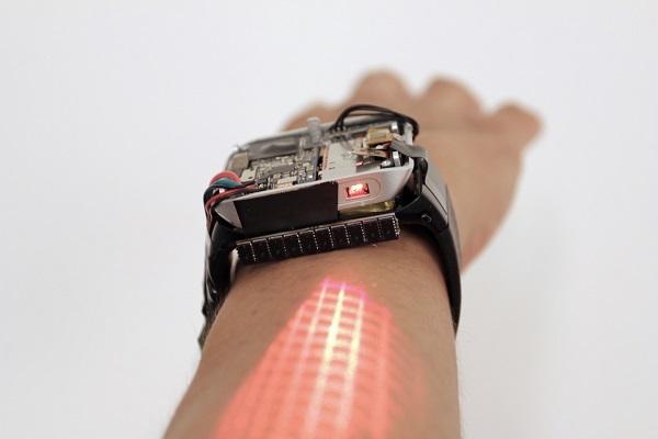 会投影的智能手表LumiWatch来了,可在手臂自由地滑动并控制其中的应用