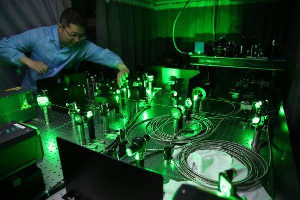 上交大研究团队制备出光量子芯片,达到目前世界最大规模