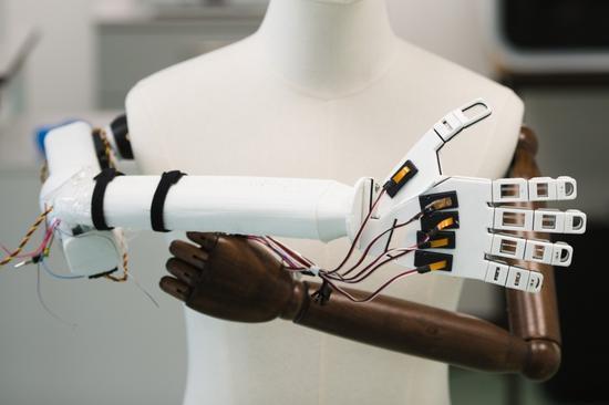 国外研究员研发新型人造智能皮肤,或可打造具有敏感触觉的机器人