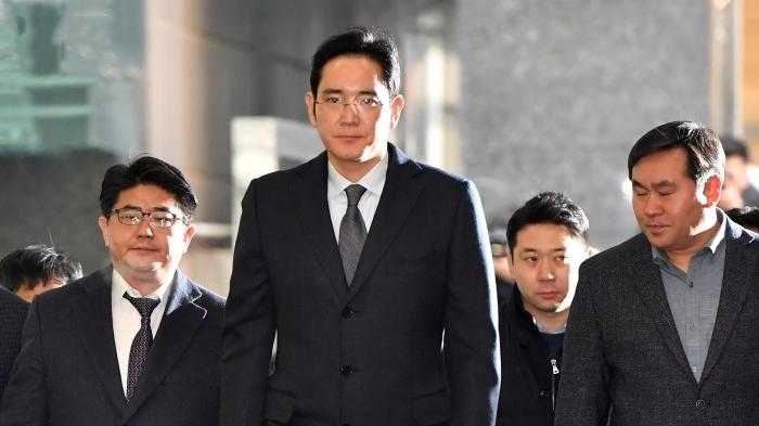 特斯拉落户上海临港,工厂预计两年后使用;富士康成立人工智能公司
