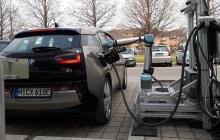 德国科学家研发机器人手臂,可自动为电动汽车充电