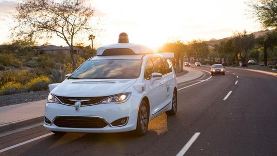 谷歌无人驾驶汽车被曝麻烦不断,转弯并道都有问题