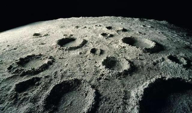 """""""嫦娥四号""""探测器凌晨发射,中国探月计划第二阶段进入尾声"""