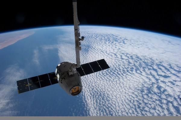 """人类首次在太空3D打印生物器官;中国学者研制出高性能低成本的电解""""水制氢""""催化剂"""