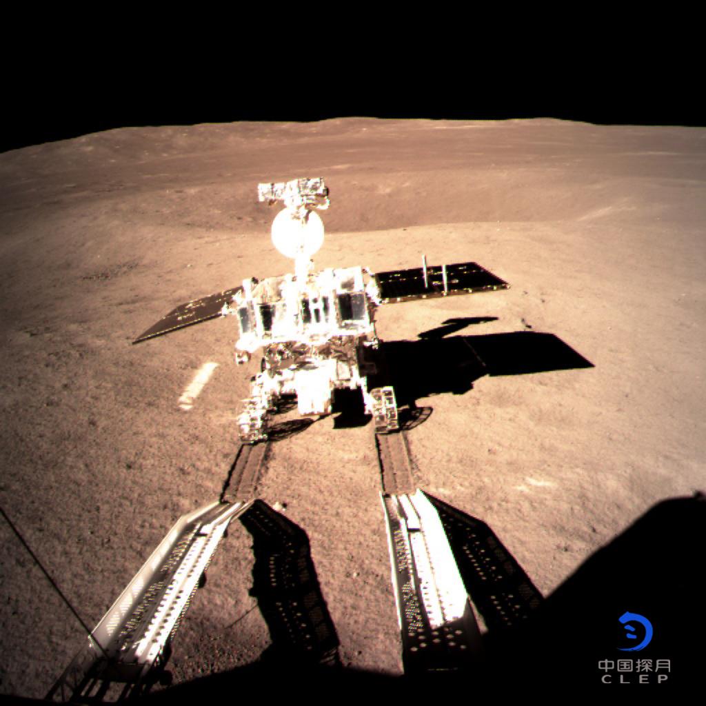玉兔二号驶抵月背传回第一张自拍照;继冻结450万后,锤子科技1577万元被法院保全
